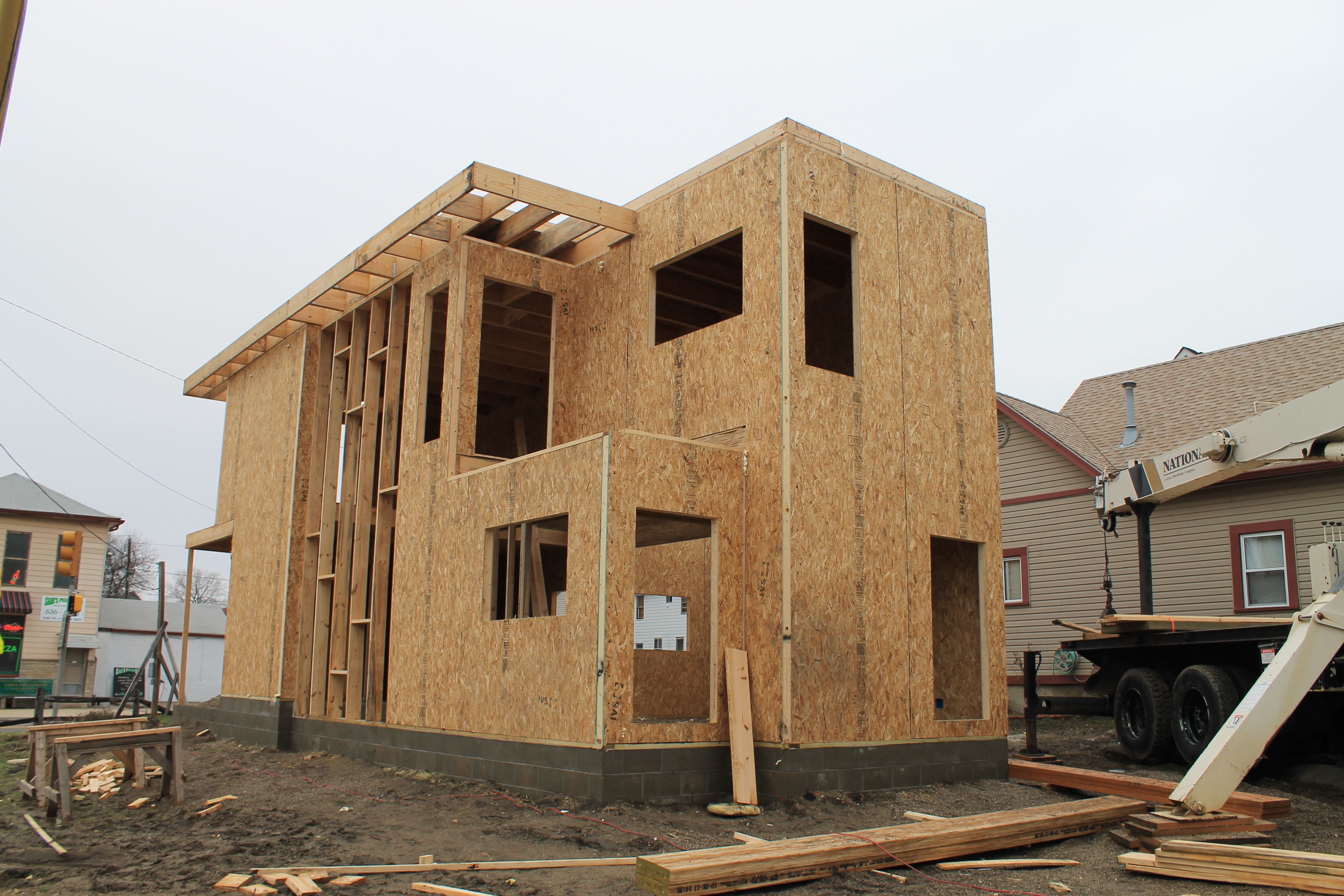Framing day 3 urban home indy for Construcciones en madera casas